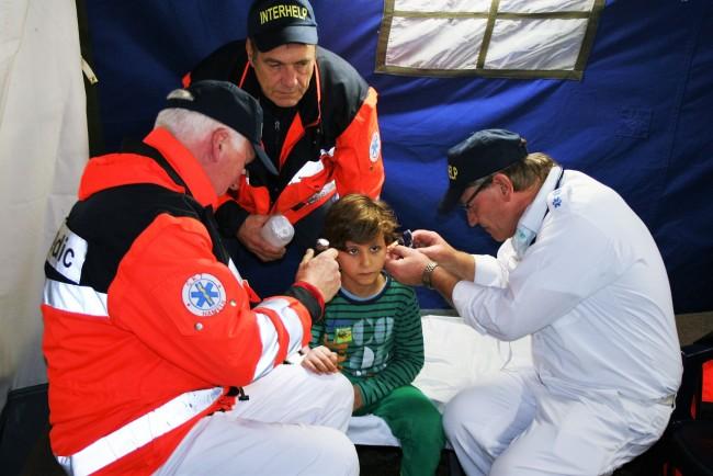 Nothilfe in Zelten – Hamelner helfen kranken Flüchtlingen in Chemnitz